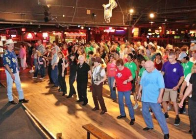Fort Worth: Billy Bob's Texas Honky Tonk Dinner and Photo Package